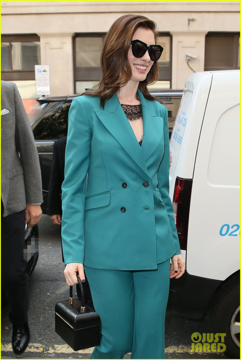 anne hathaway puts fun spin on traditional suit look 164274494