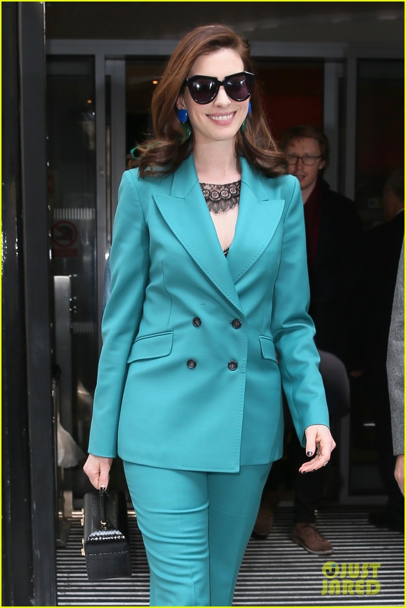 anne hathaway puts fun spin on traditional suit look 224274500