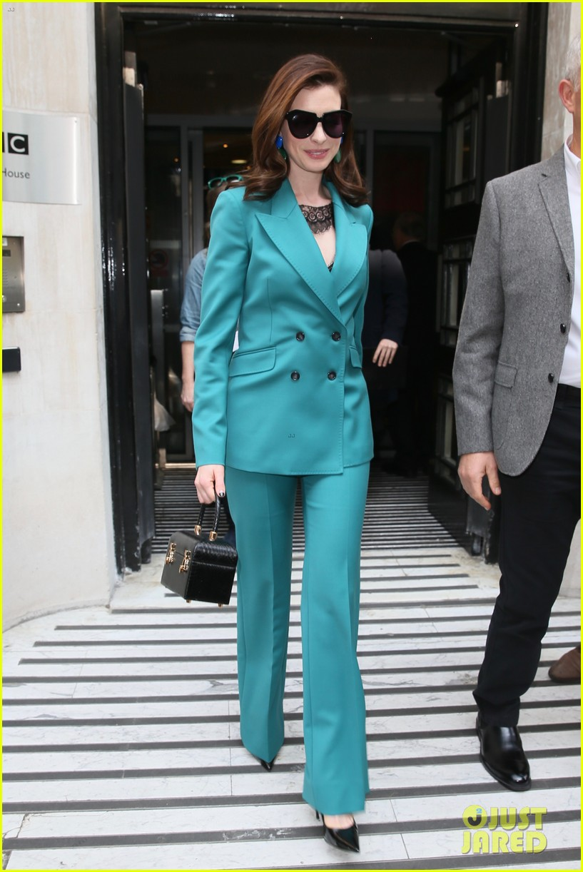 anne hathaway puts fun spin on traditional suit look 234274501