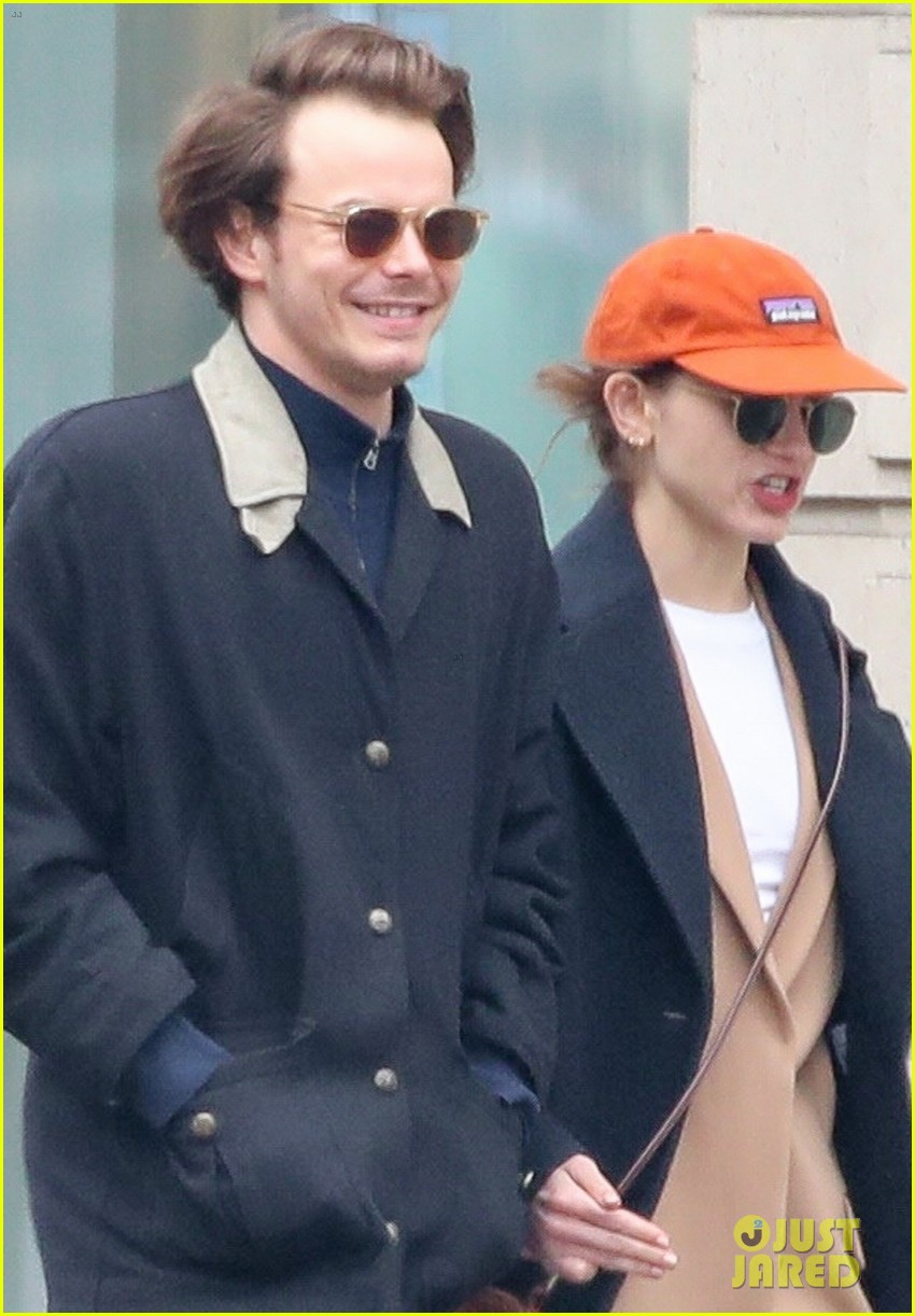 charlie heaton natalia dyer couple up for afternoon stroll 04
