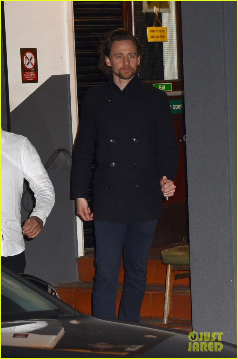 tom hiddleston heads home after betrayal performance 014275634