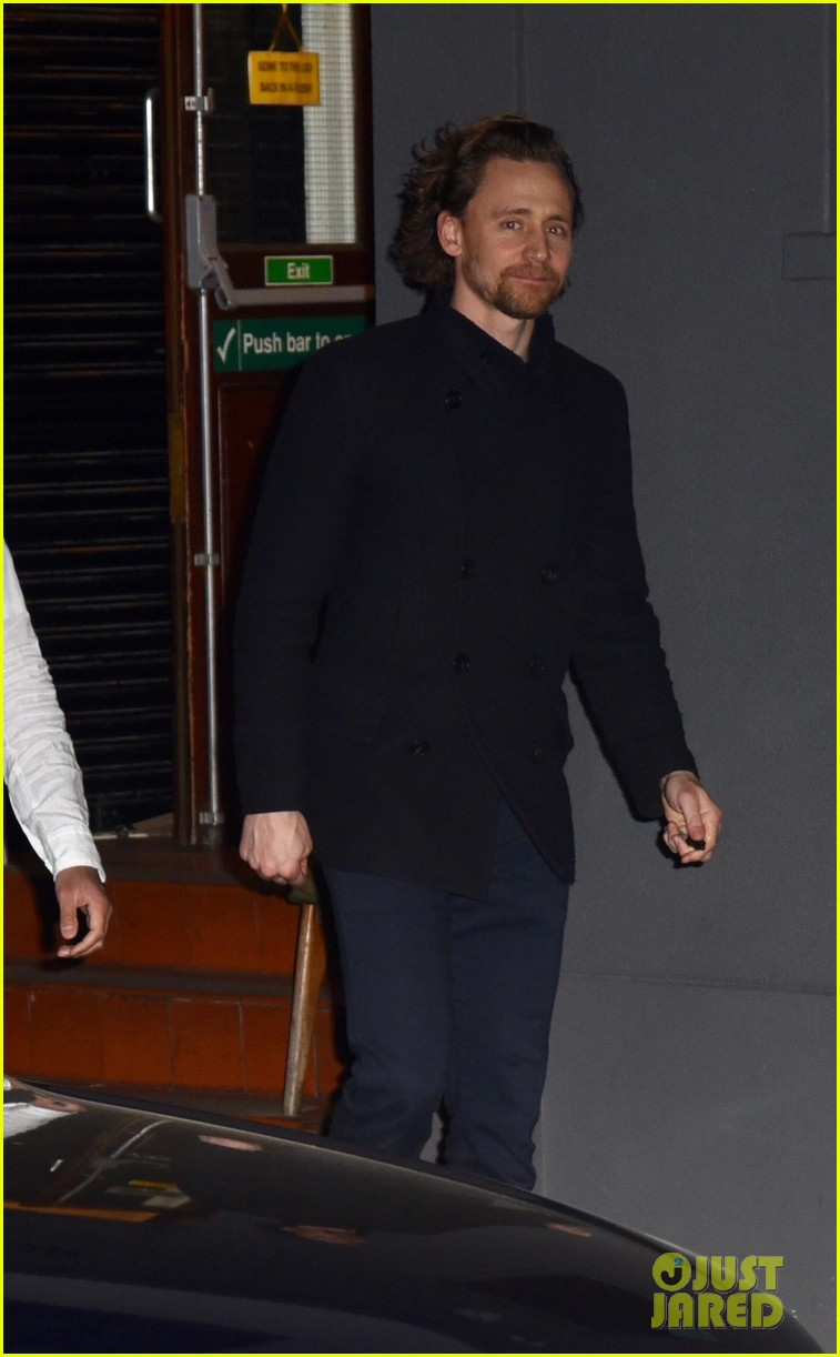 tom hiddleston heads home after betrayal performance 034275636