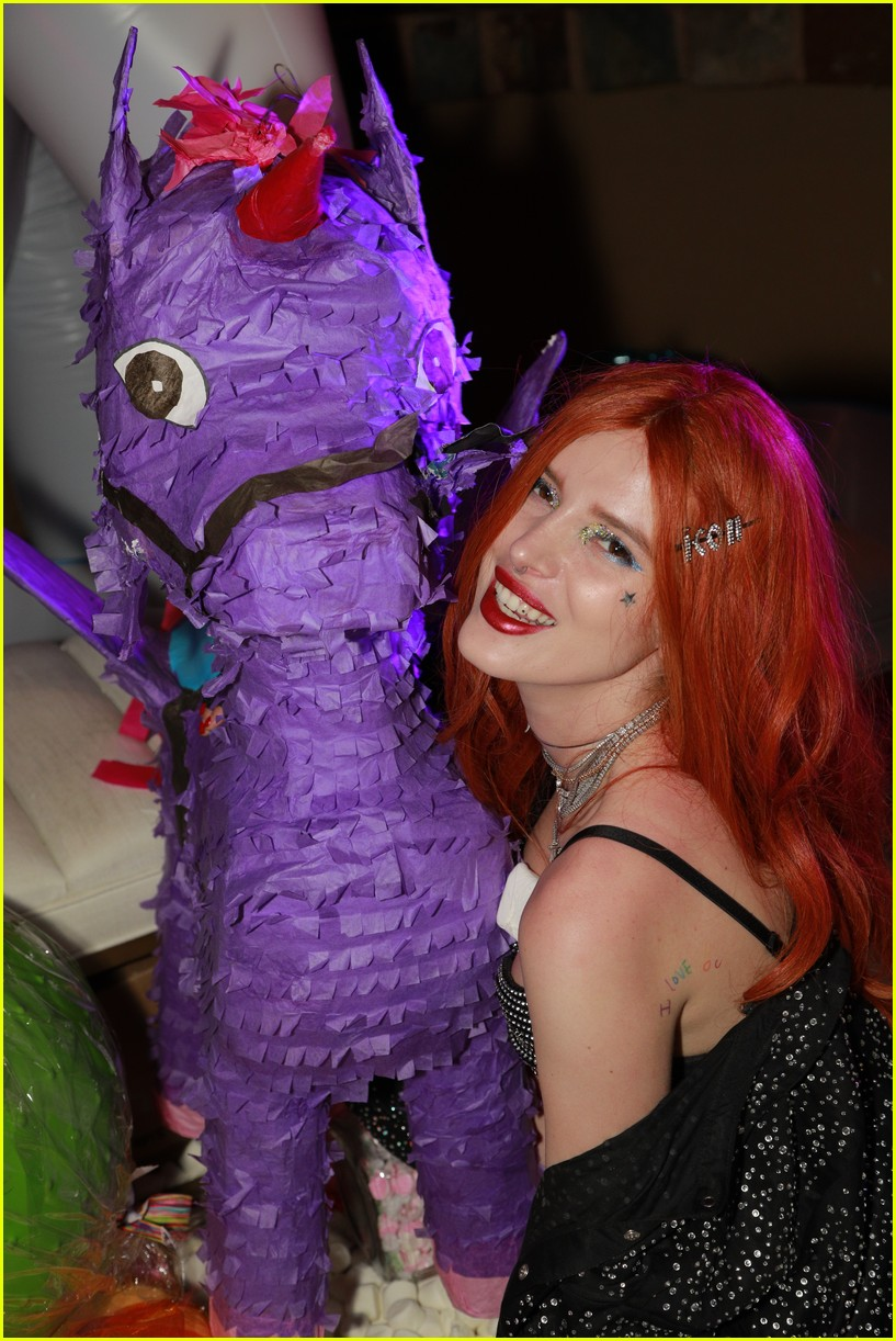 paris jackson bella thorne flaunt party coachella 04