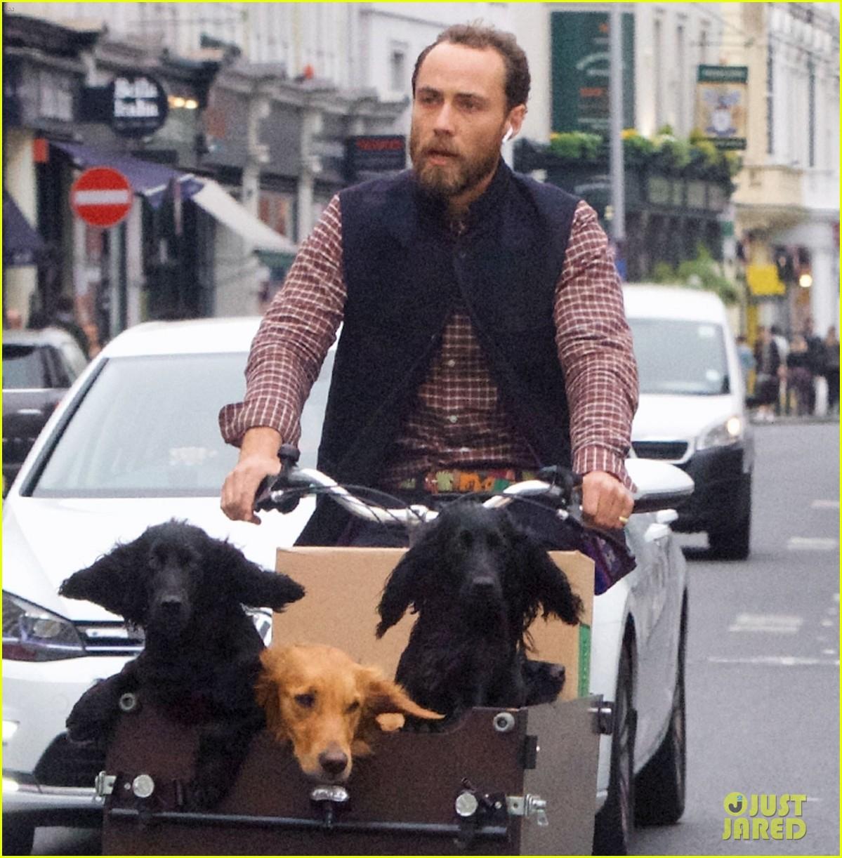 james middleton takes dogs for bike ride 02