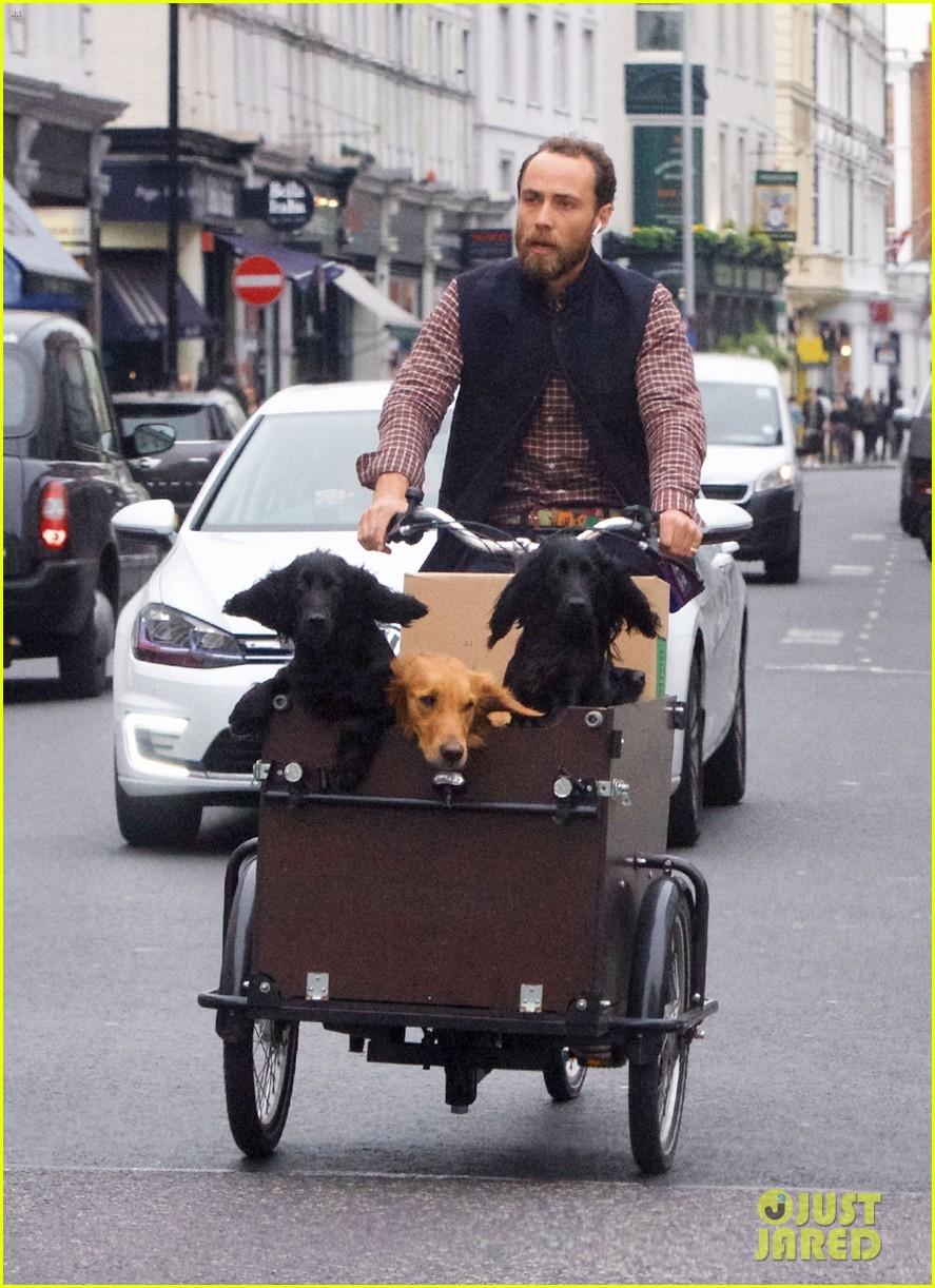 james middleton takes dogs for bike ride 03