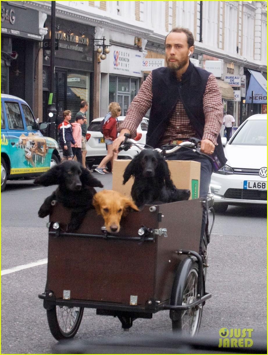 james middleton takes dogs for bike ride 08