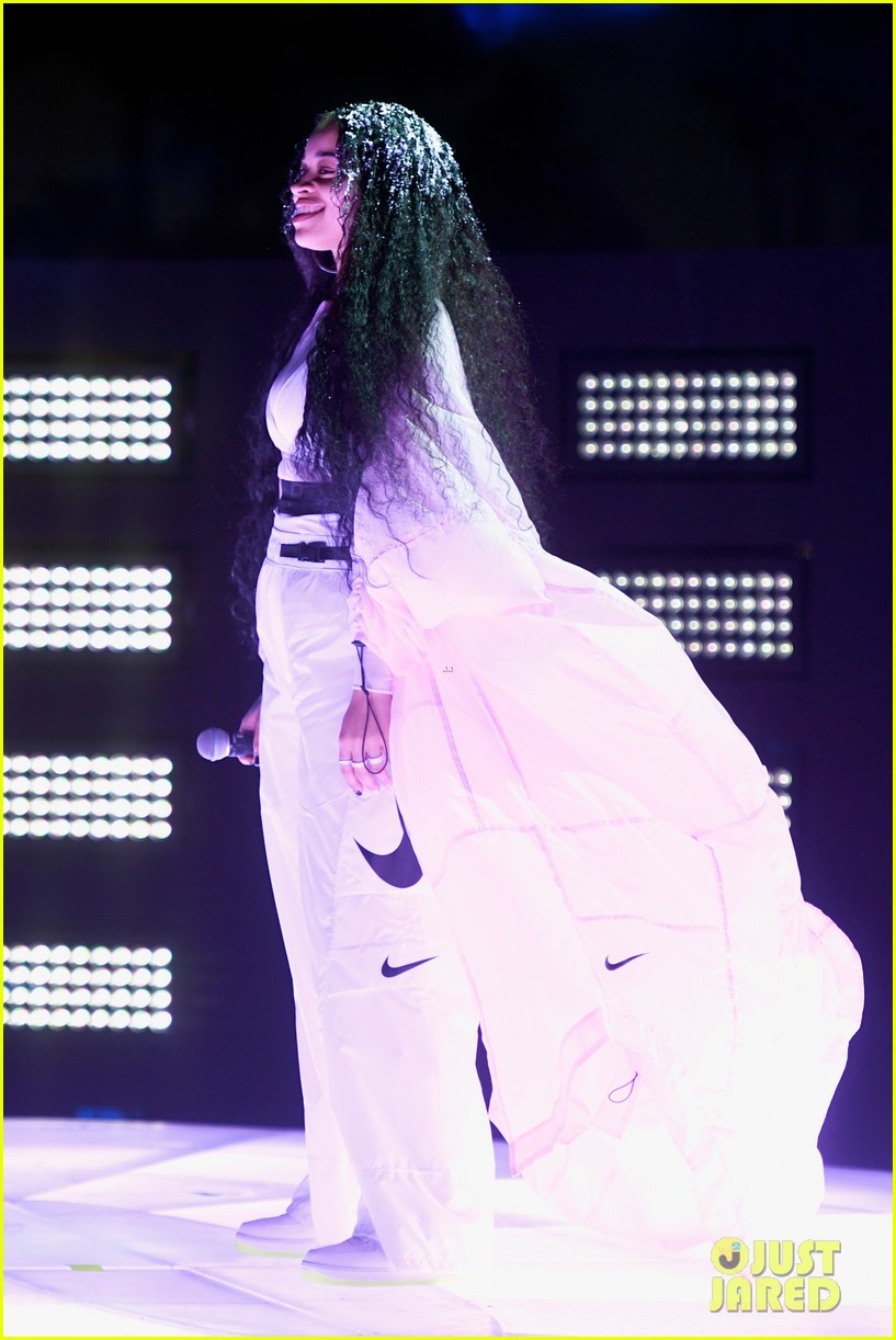 janelle monae ella mai coachella performances 08