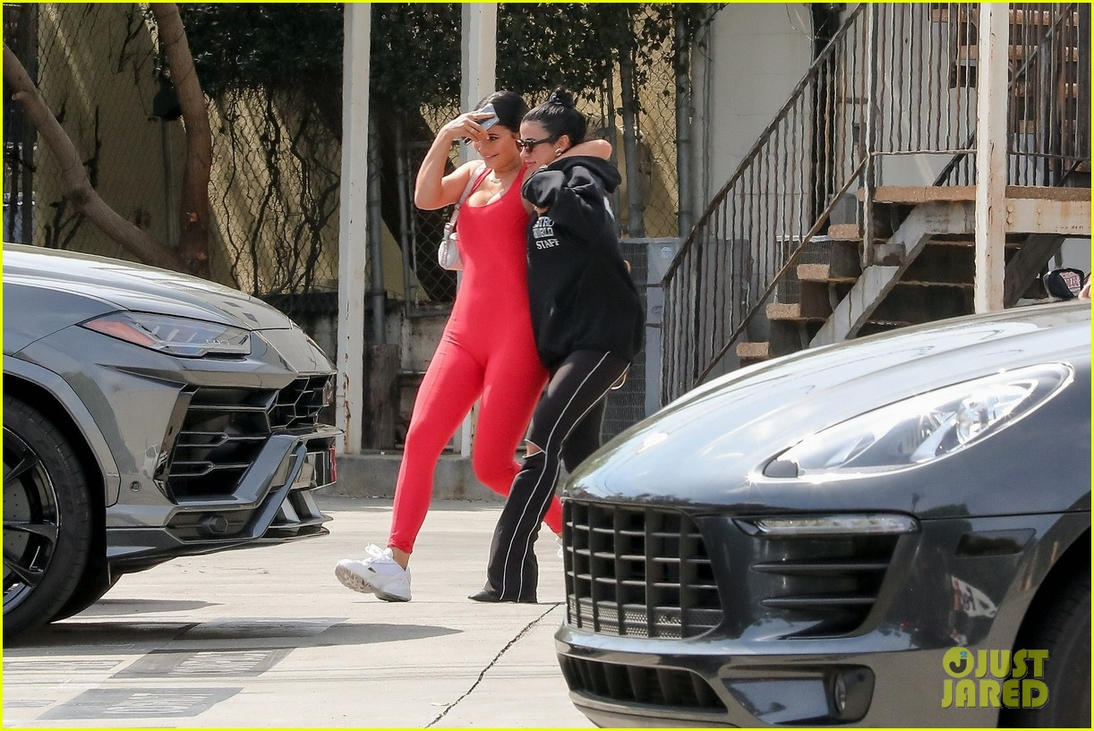 kylie jenner steps out after announcing perfume with kim kardashian 05