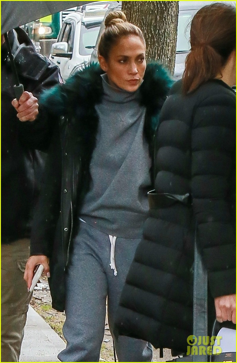 jennifer lopez bundles up on set of hustlers 05