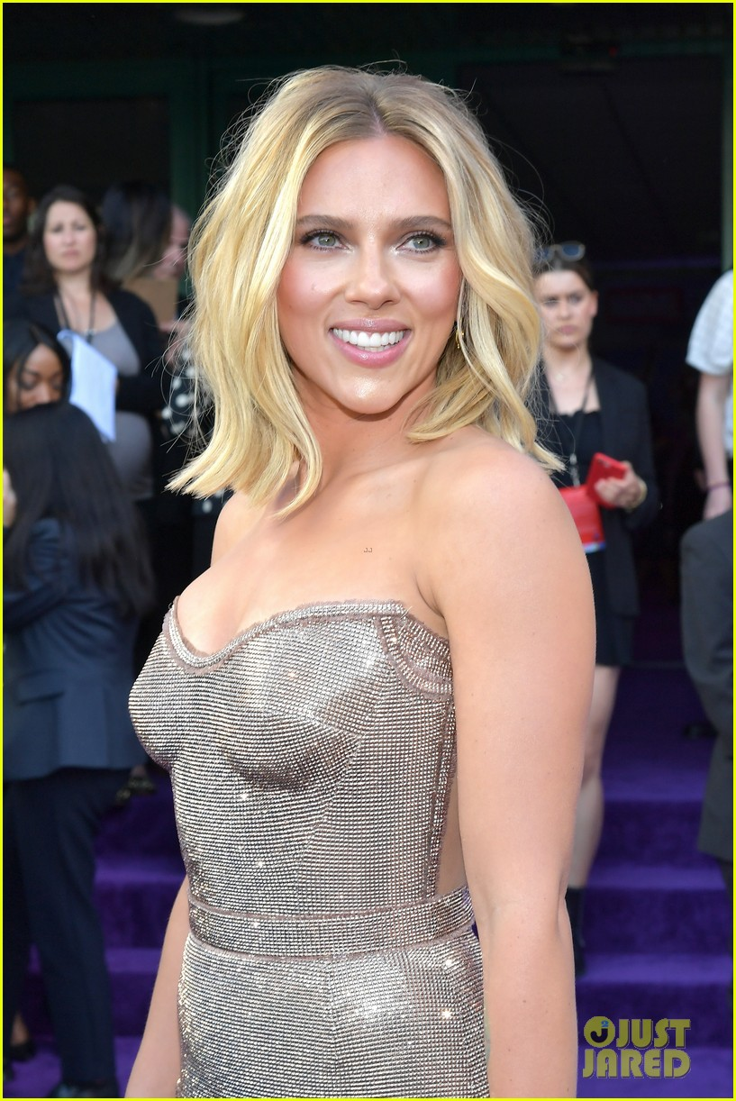 Scarlett Johansson Gets Support From Colin Jost At Avengers Endgame Premiere Photo 4276179 Avengers Colin Jost Scarlett Johansson Pictures Just Jared