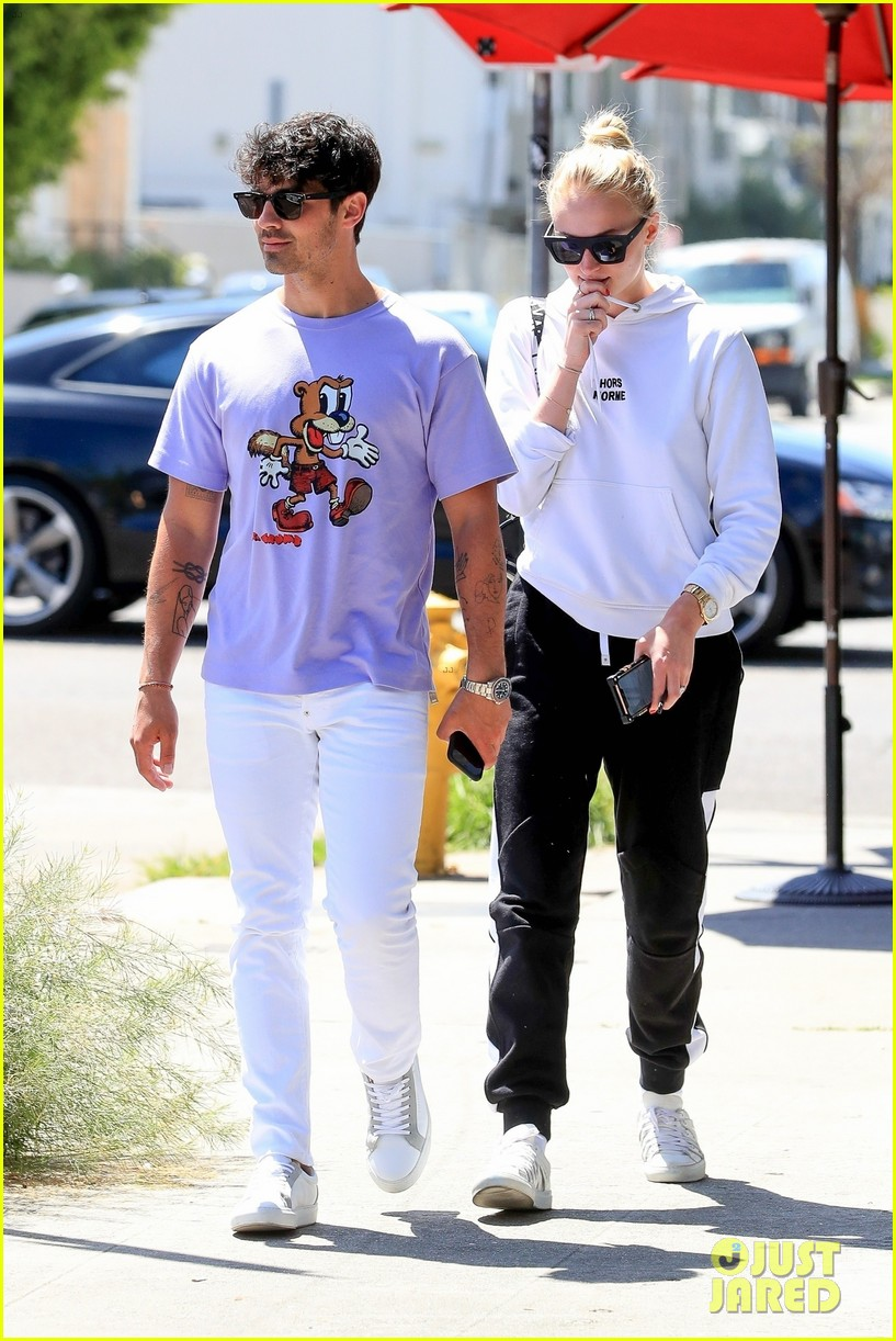 joe jonas and sophie turner couple up for lunch weho 01