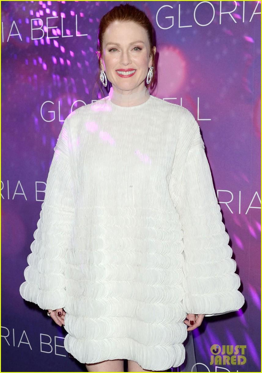julianne moore premieres gloria bell in nyc 014273558