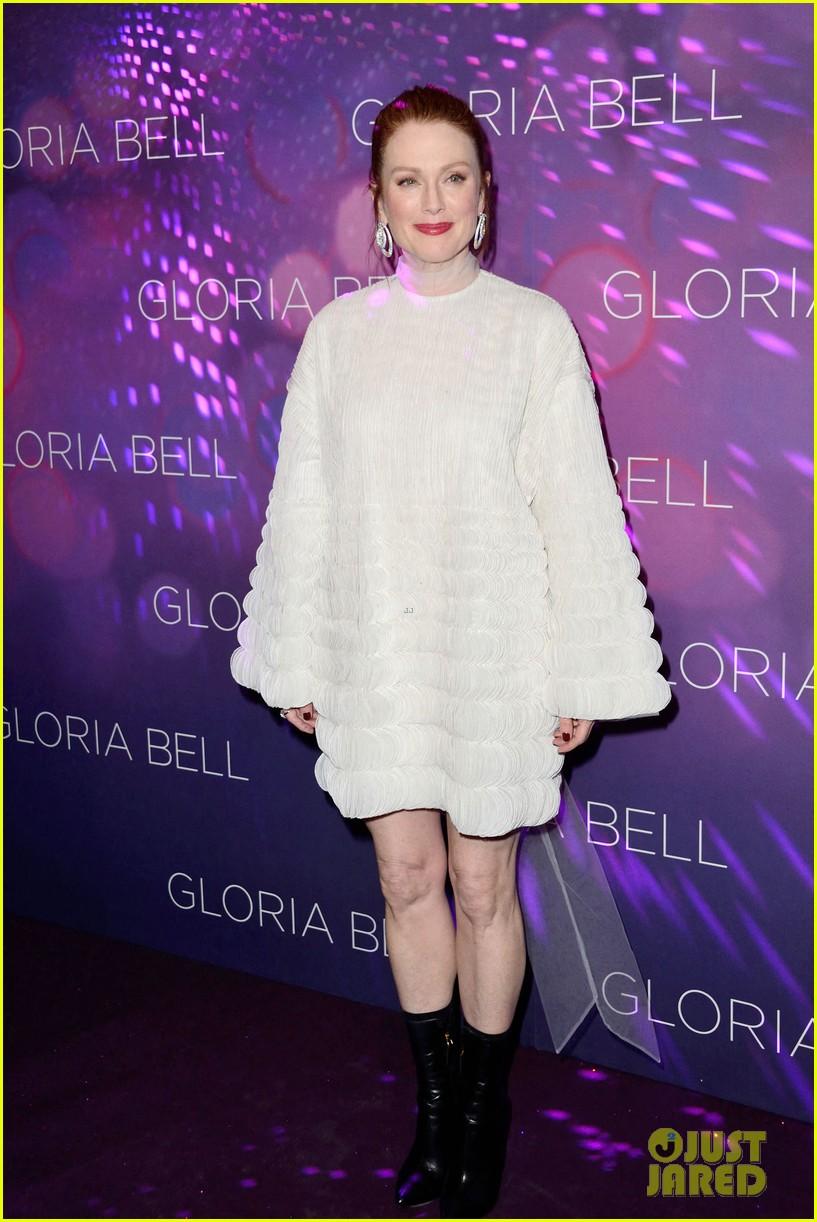 julianne moore premieres gloria bell in nyc 024273559