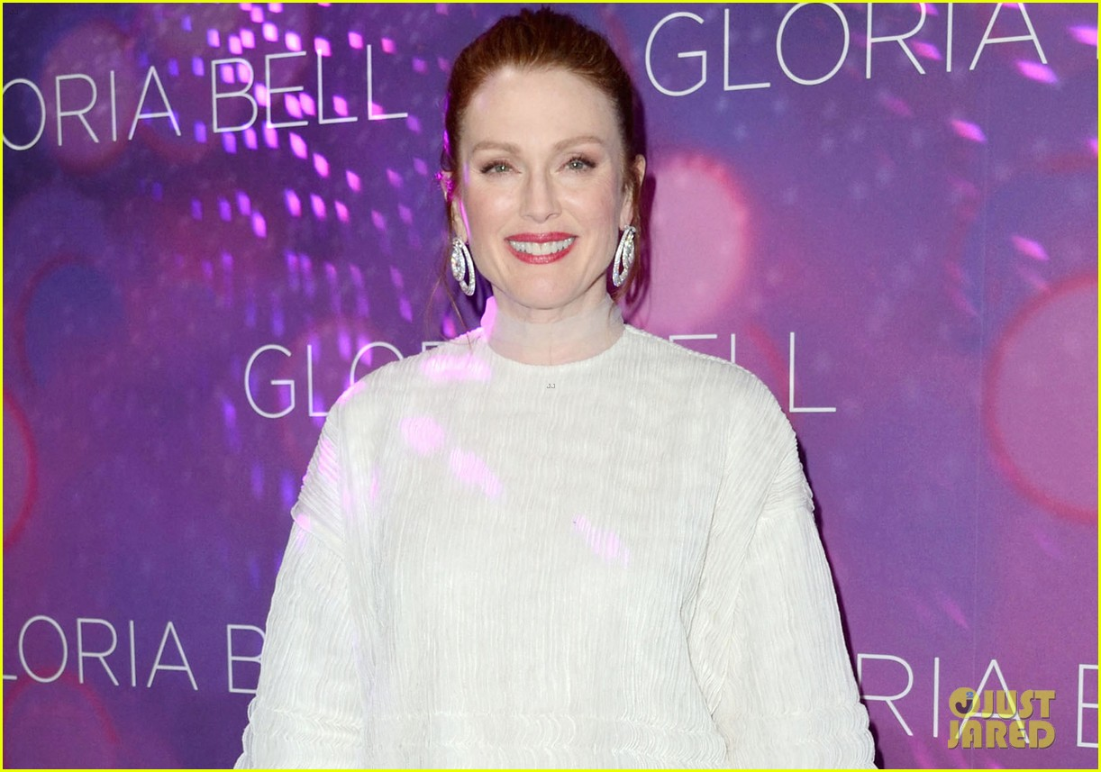 julianne moore premieres gloria bell in nyc 034273560