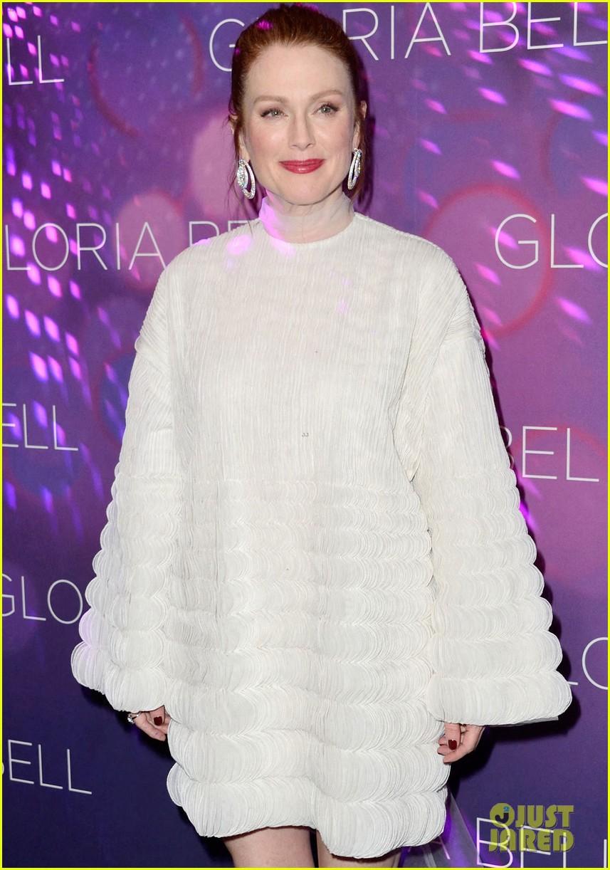 julianne moore premieres gloria bell in nyc 054273562