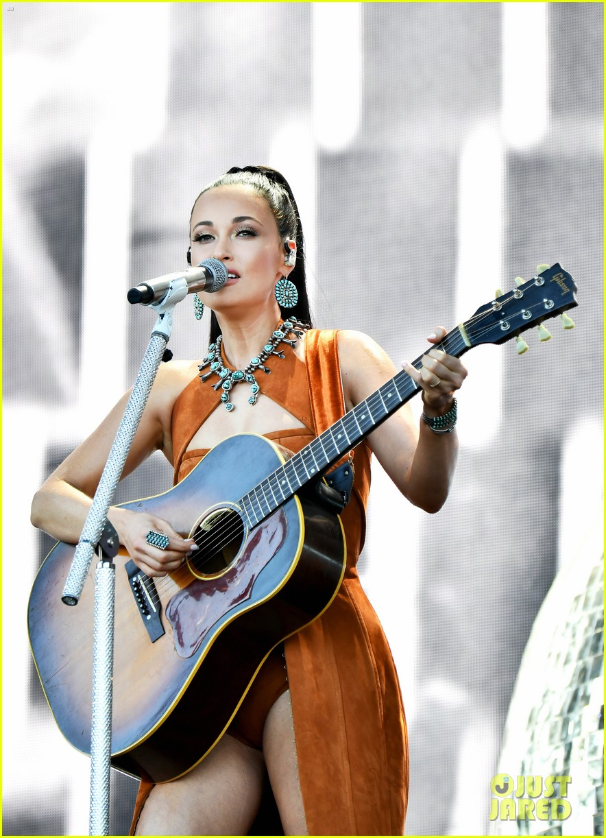 kacey musgraves takes stage coachella 2019 weekend 2 07