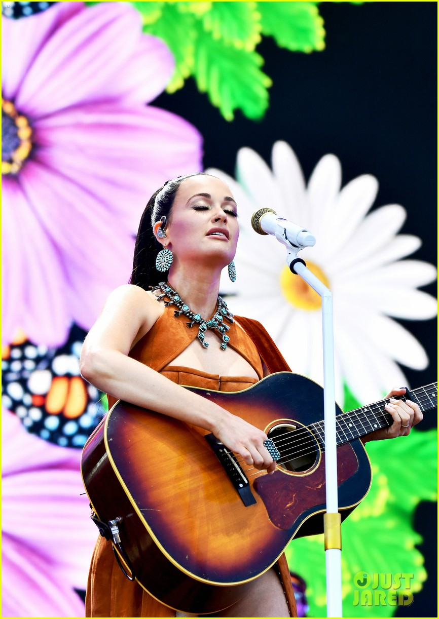 kacey musgraves takes stage coachella 2019 weekend 2 10