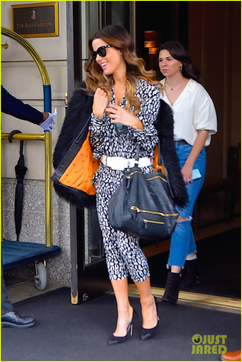 kate beckinsale is all smiles jetting out of nyc 04