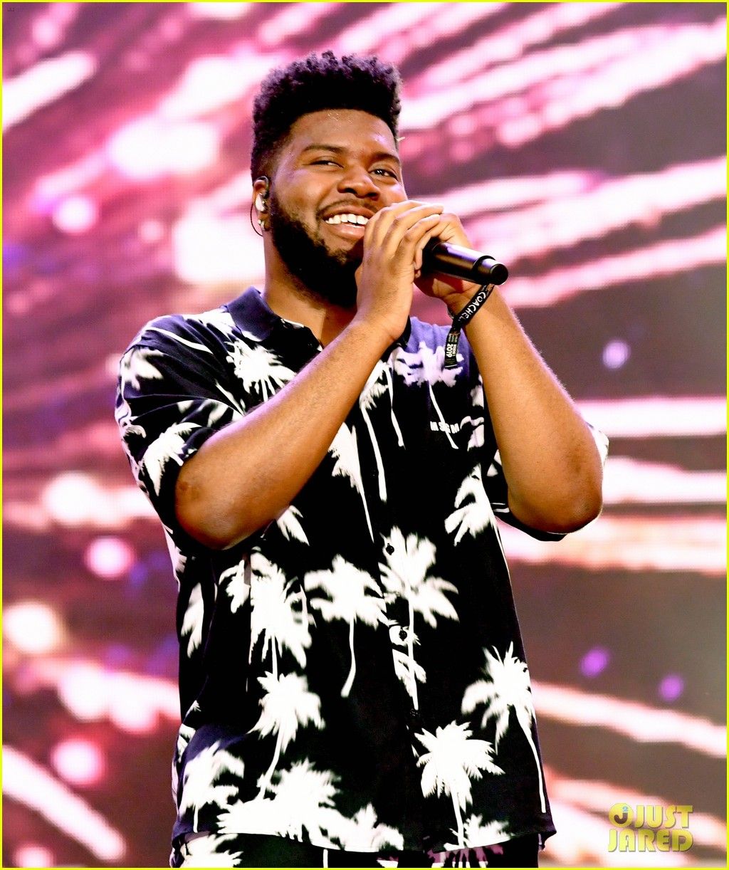 khalid brings out famous friends for coachella set 024273098