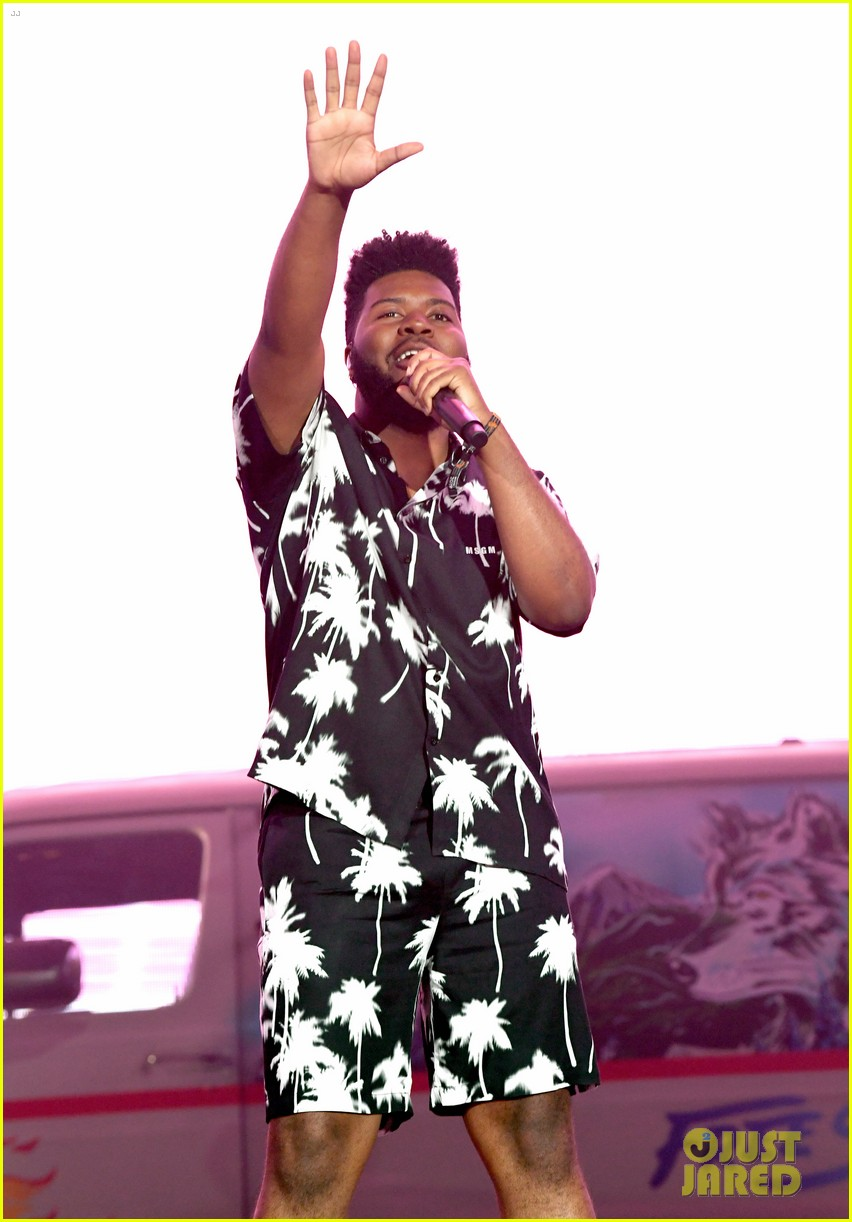 khalid brings out famous friends for coachella set 064273102