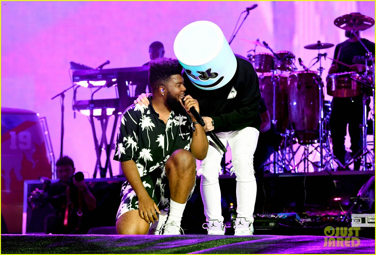 khalid brings out famous friends for coachella set 074273103