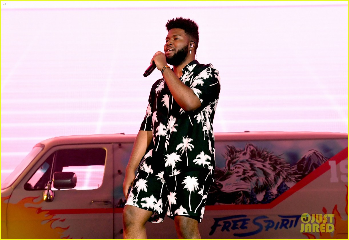 khalid brings out famous friends for coachella set 244273120