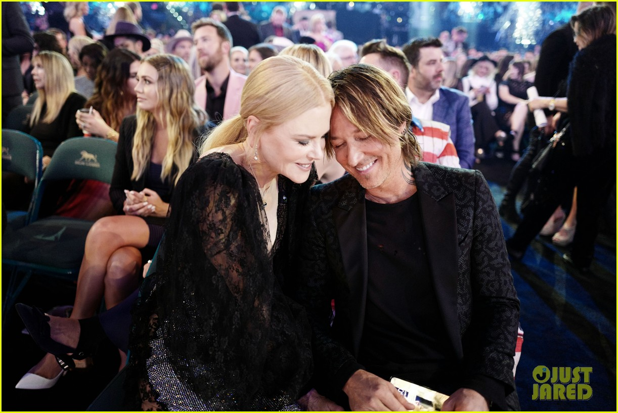nicole kidman keith urban epic kiss acm awards 2019 04