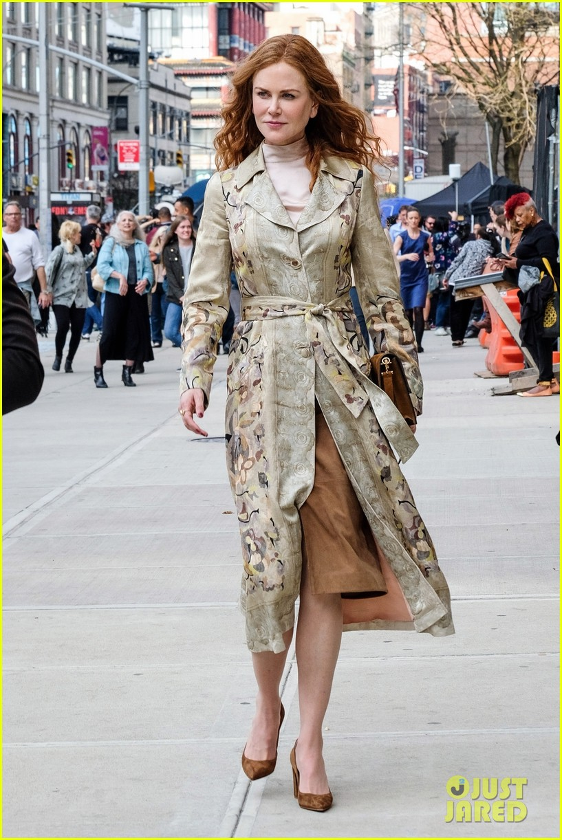 Nicole Kidman Dons Tan, Floral-Print Coat for 'The Undoing ...