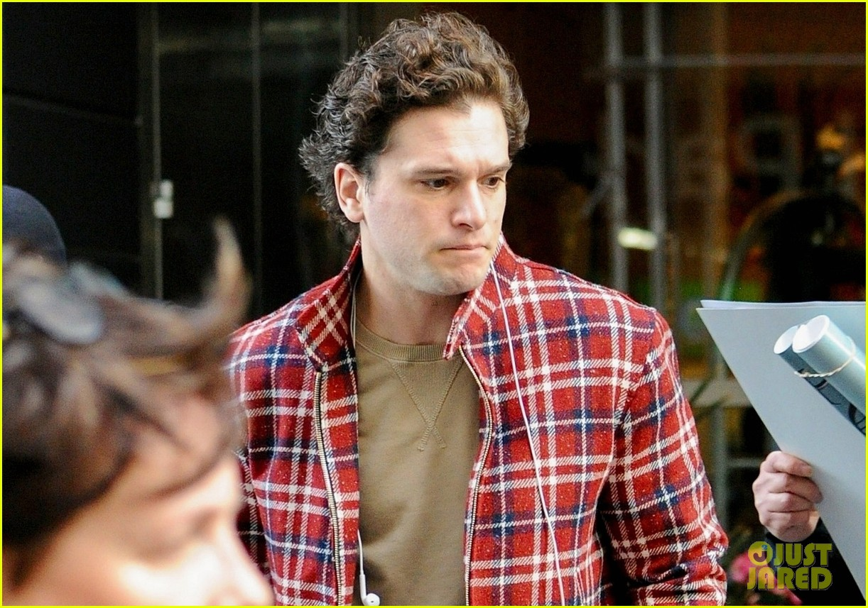 kit harington rose leslie couple up night out 08