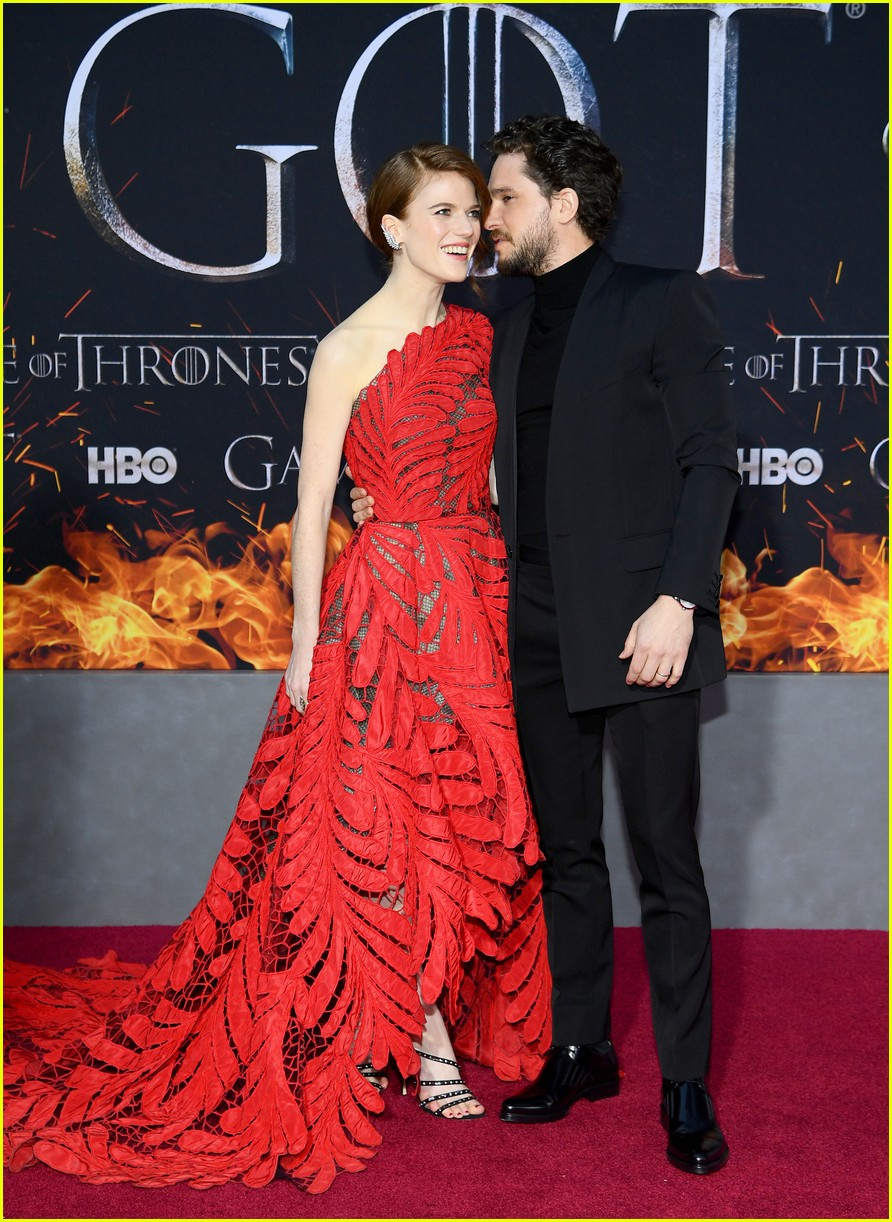 Kit Harington Amp Rose Leslie Couple Up At The Game Of