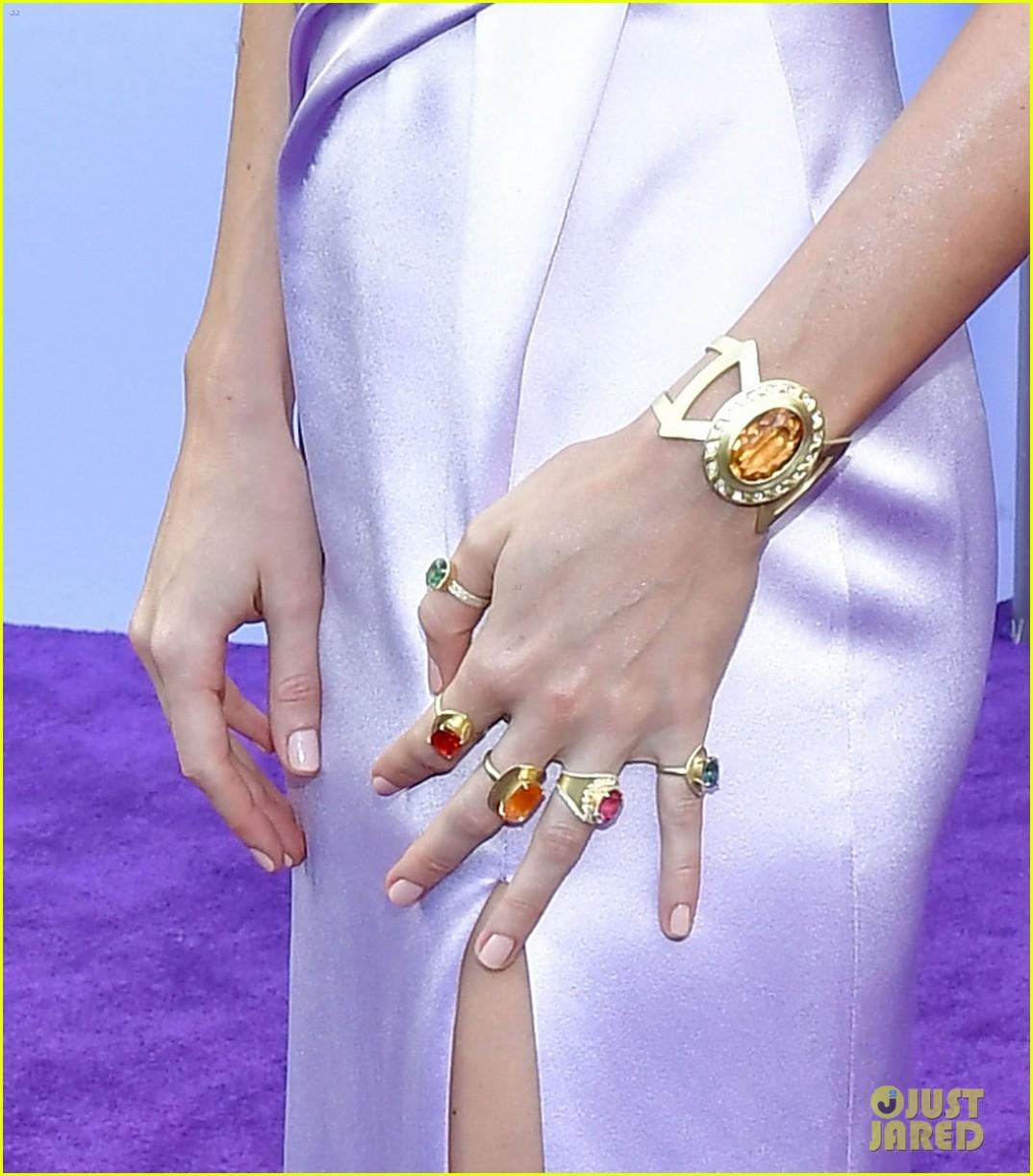 brie larson scarlett johansson thanos infinity stone jewels 02
