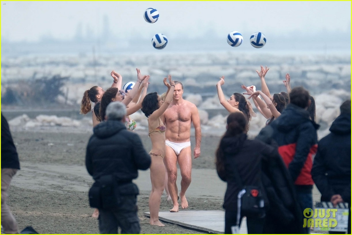 jude law leaves little imagination shirtless young pope scene 19