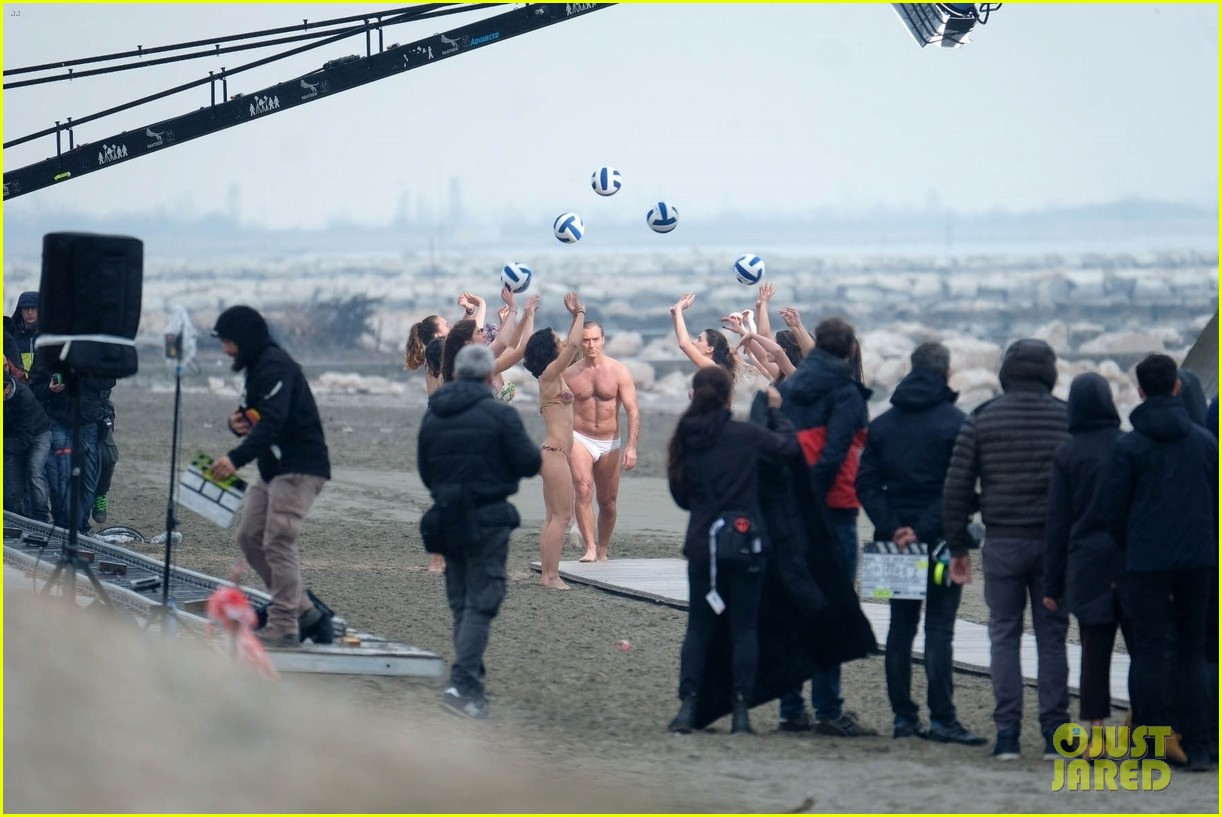 jude law leaves little imagination shirtless young pope scene 20