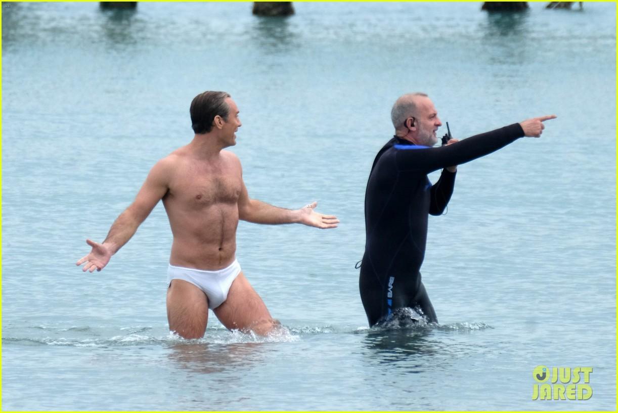 jude law swims in his speedo 05