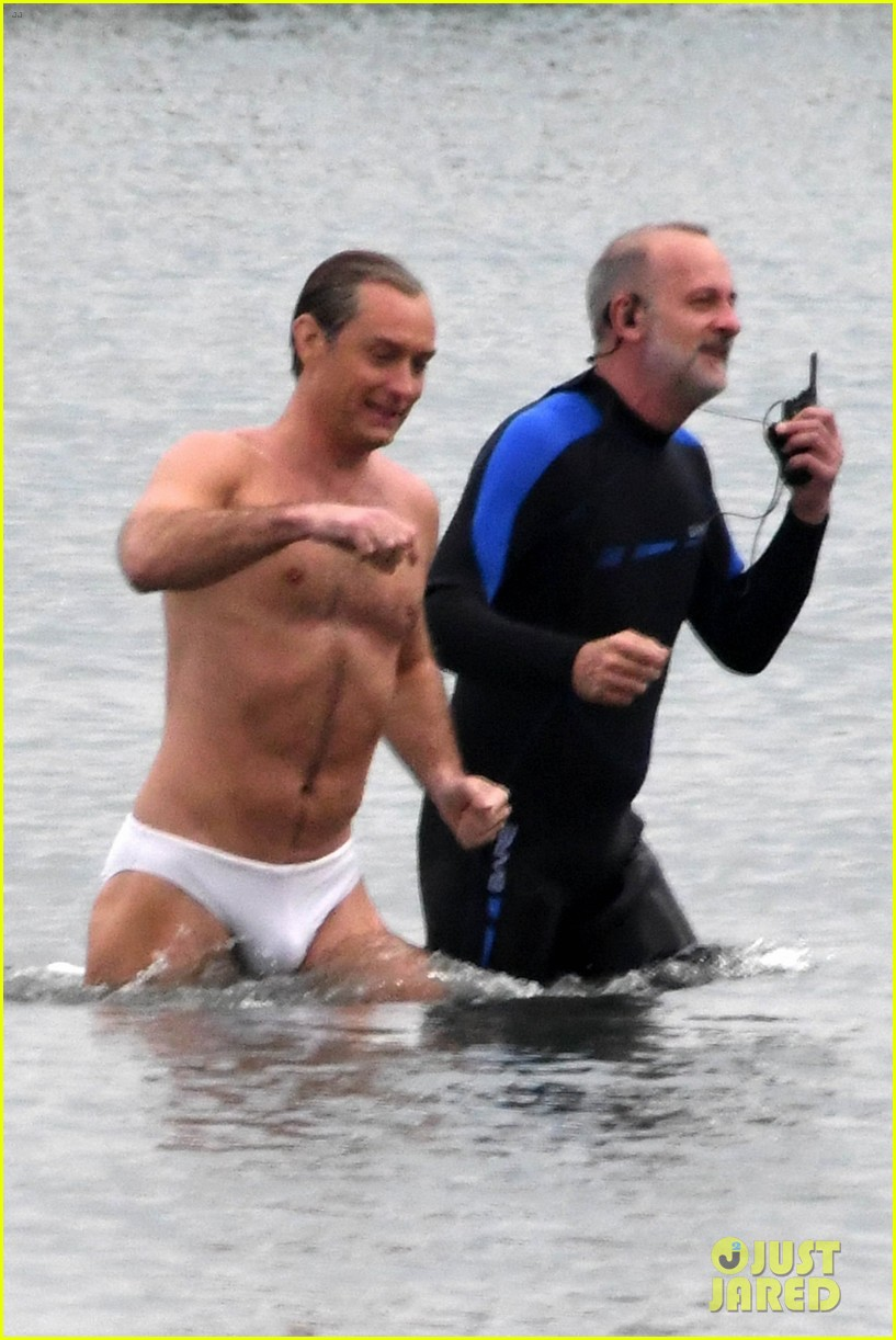 jude law swims in his speedo 07