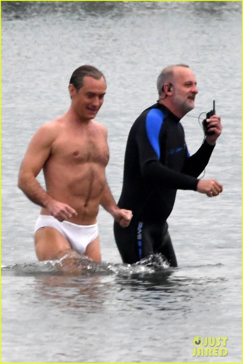 jude law swims in his speedo 13