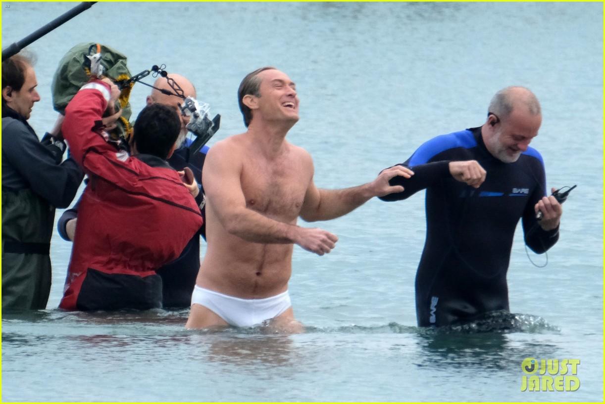 jude law swims in his speedo 19