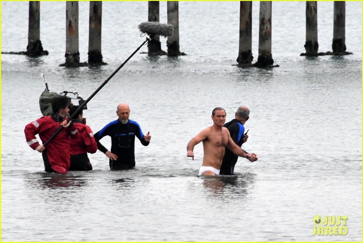 jude law swims in his speedo 24