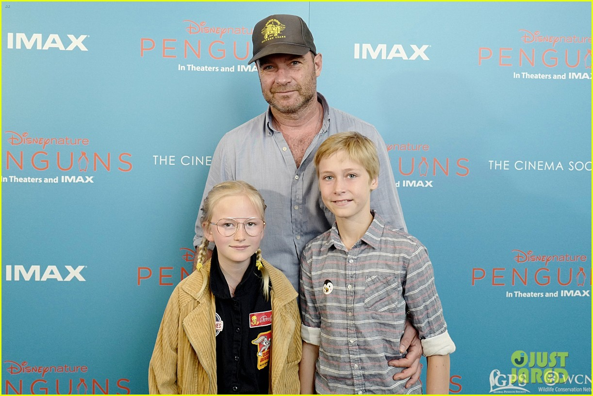 liev schreiber brings his kids to penguins screening 054273094