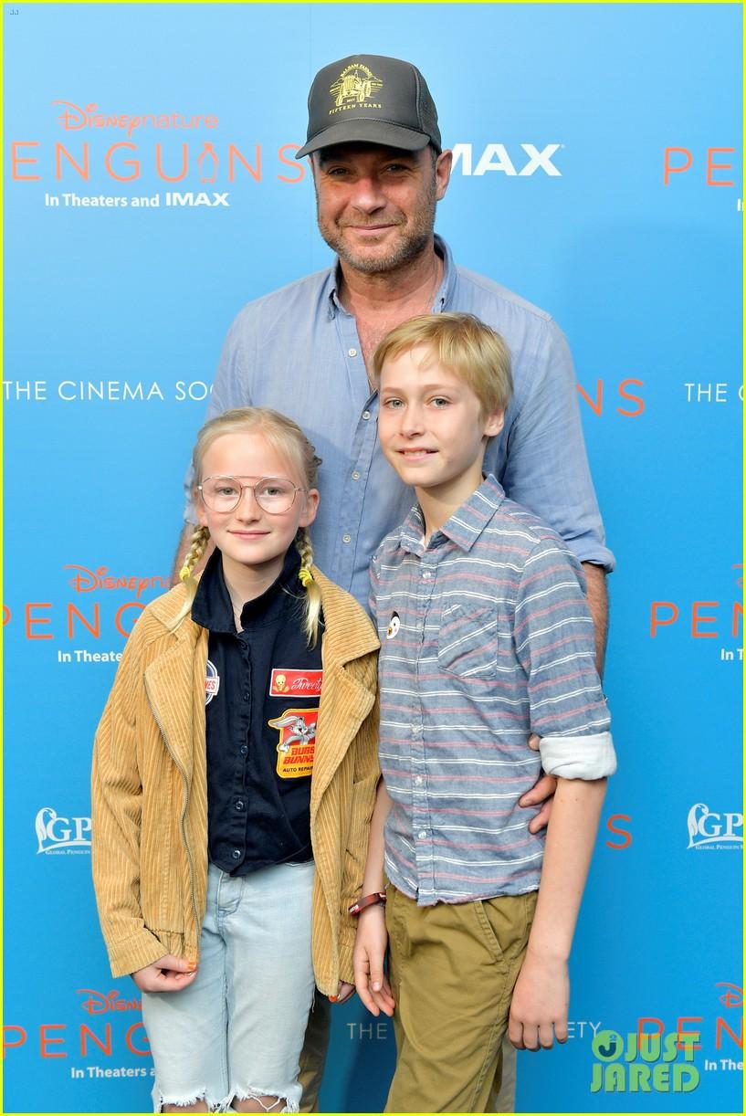 liev schreiber brings his kids to penguins screening 074273096