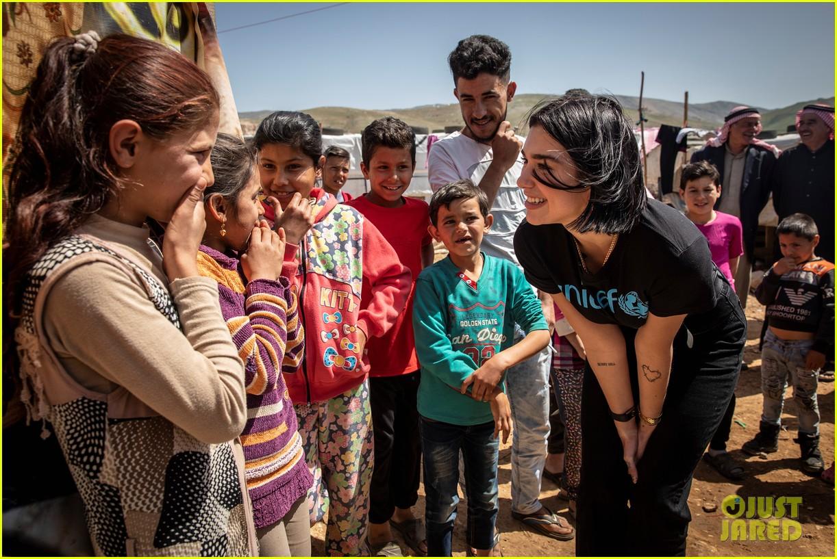 dua-lipa-visits-lebanon-with-unicef-to-meet-refugee-children-05.jpg