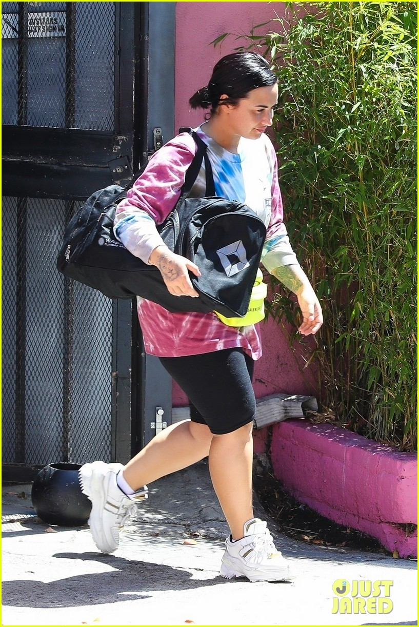 demi lovato hits boxing gym in colorful tie dye t shirt 01