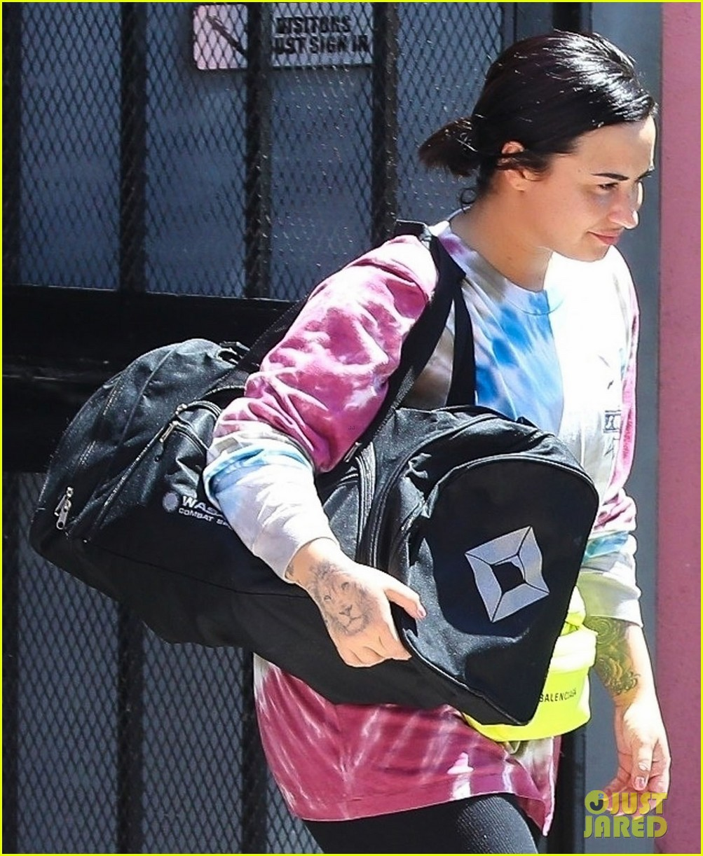 demi lovato hits boxing gym in colorful tie dye t shirt 02