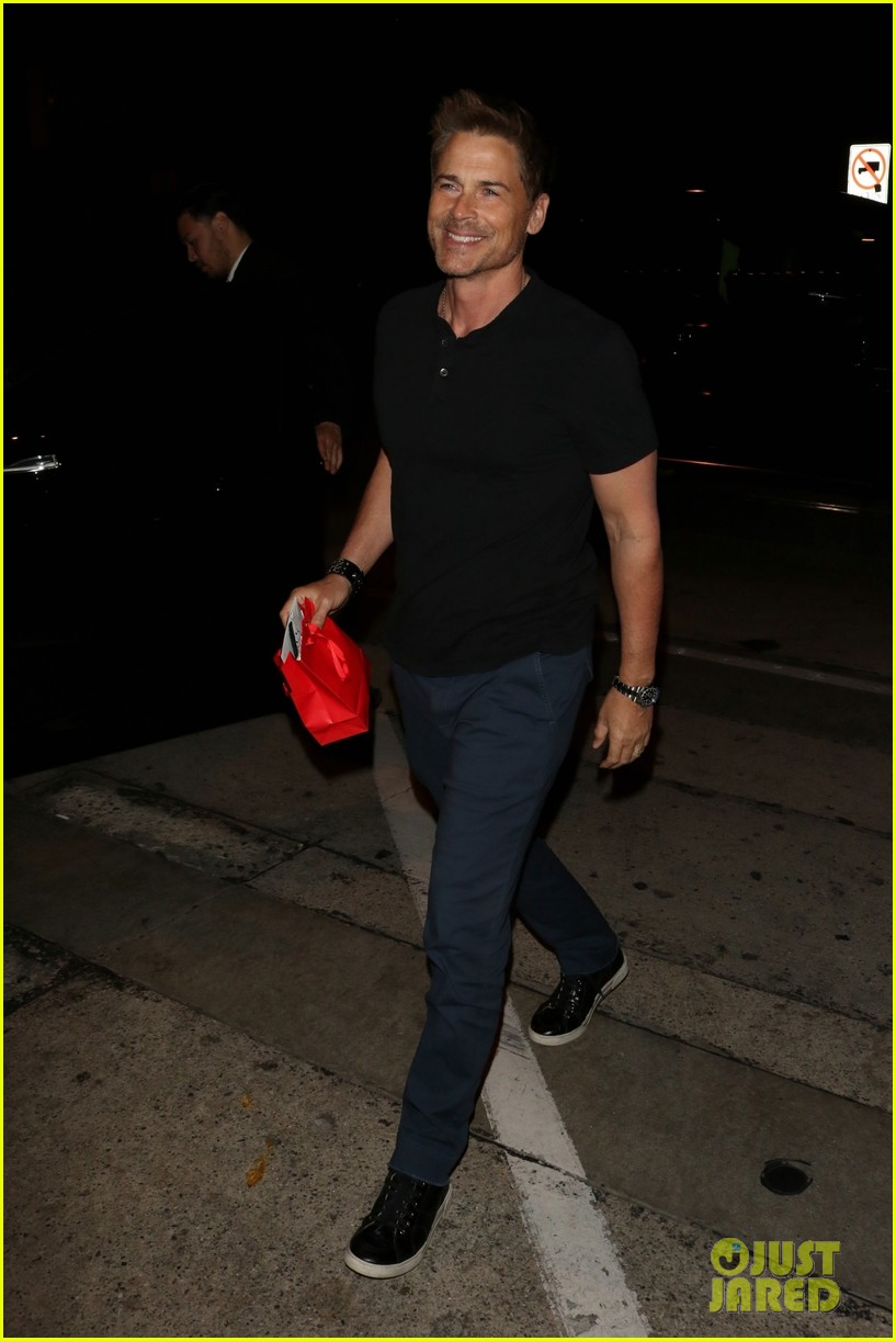 rob lowe wife sheryl berkoff grab dinner at craigs 01