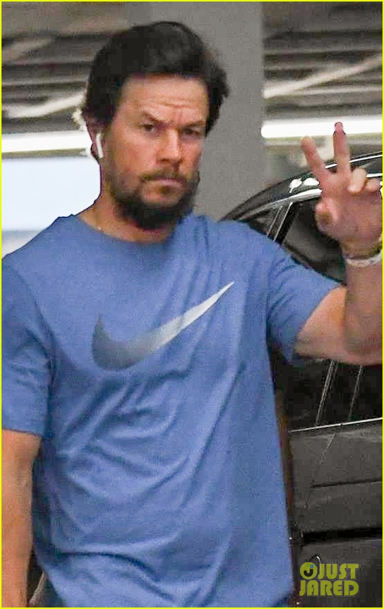 mark wahlberg heads to a doctors appointment wife rhea 02