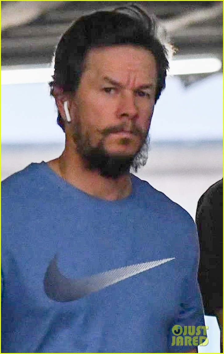 mark wahlberg heads to a doctors appointment wife rhea 03