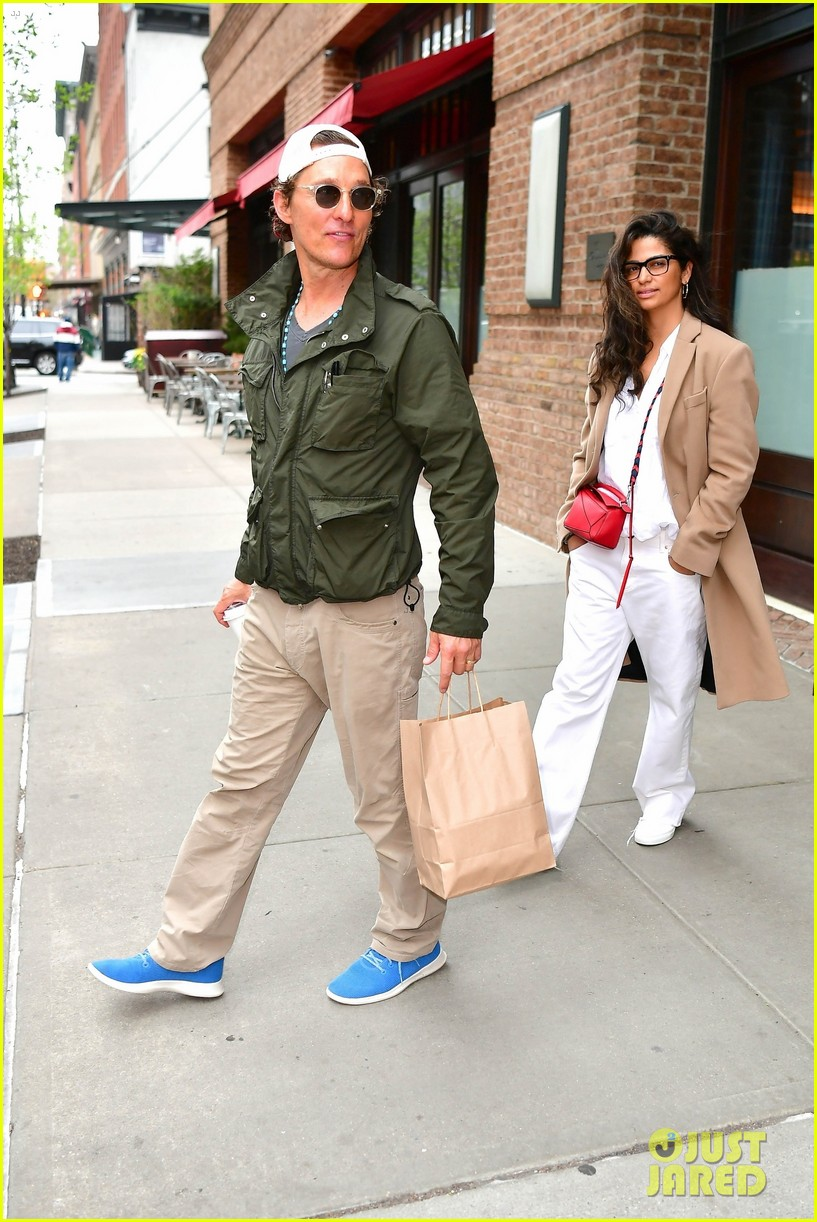 matthew mcconaughey camila alves step out for the day in nyc 03