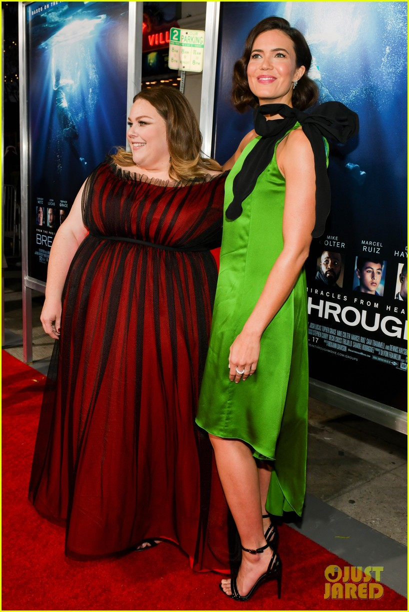 chrissy metz gets support from this is us cast at breakthrough premiere 054271496