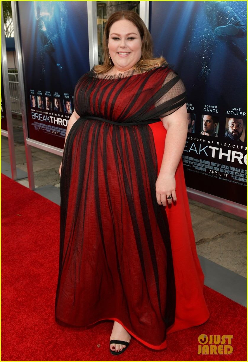 chrissy metz gets support from this is us cast at breakthrough premiere 19