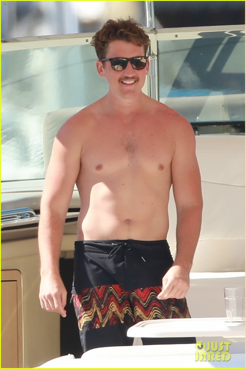 miles teller keleigh sperry vacation april 2019 01